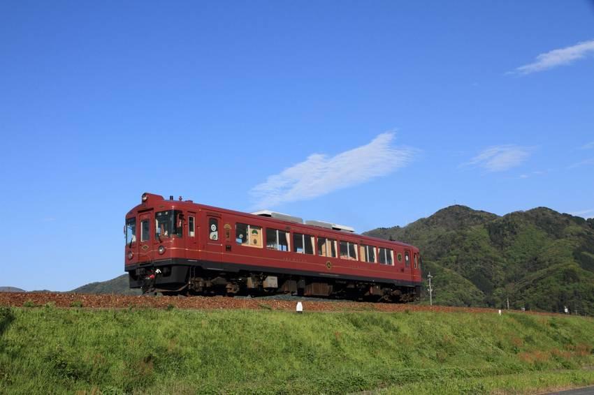 《神隱少女》的海上列車就在這!前往「海之京都」體驗絕景列車,丹後鐵道「赤松號」 、「黑松號」必搭經典