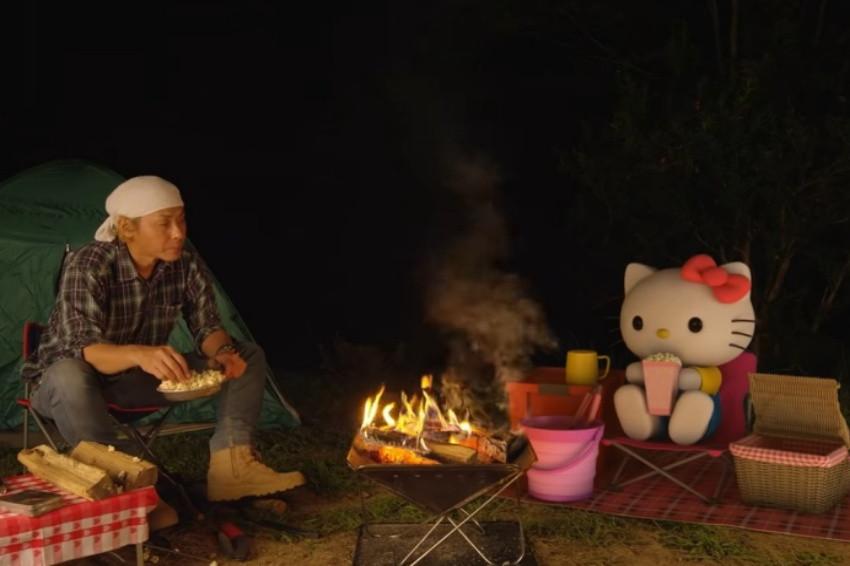 跟著一起放空!官方釋出長達1小時HELLO KITTY看營火影片,日本網友:不知不覺就看完了