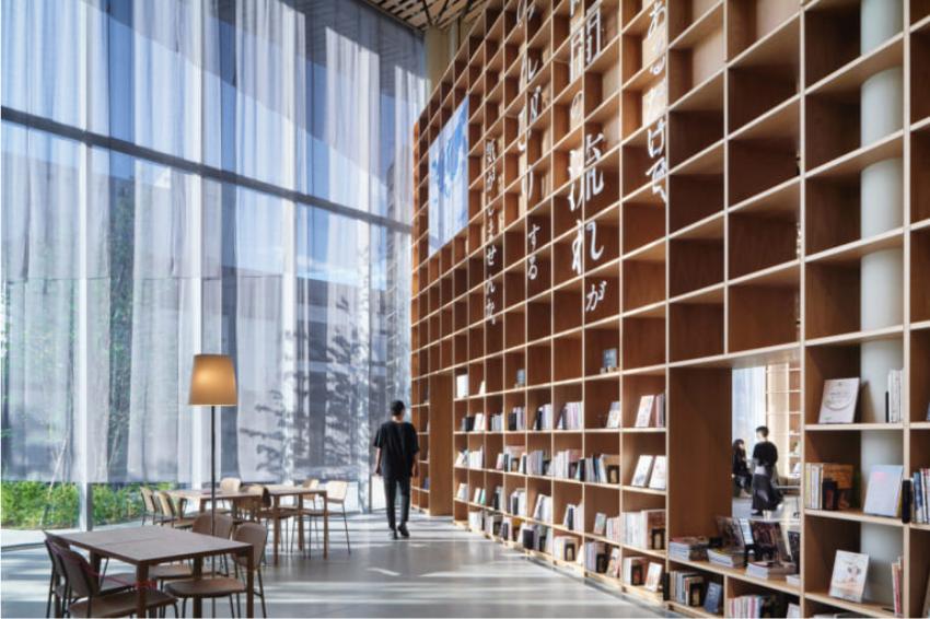 栃木縣最美木質系圖書館!咖啡廳、展覽室多功能一應俱全,環境讓你猶如置身森林一般