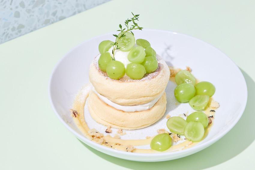不用飛日本也吃得到!FLIPPER'S推出期間限定「伯爵奶油檸檬葡萄」舒芺蕾鬆餅,光看就口水分泌停不了