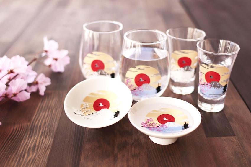 日本賣到缺貨的變色冷感杯再出新品!超夢幻的「富士山X櫻花」系列杯,倒入冷飲就能將日本代表美景收盡杯中,不收不行!