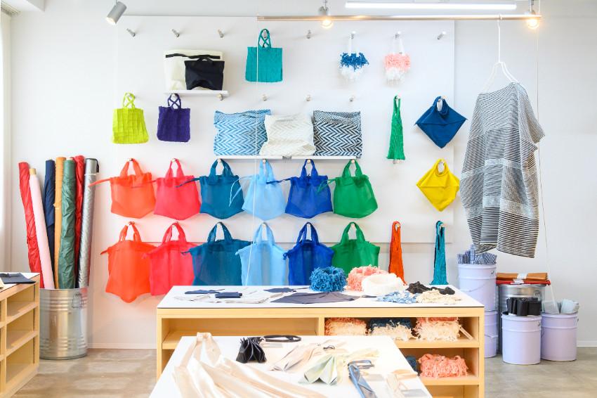 織品新品牌「mate-mono」誕生!以建築為發想,設計多款兼具美感及實用性的包包,石川縣工廠直營店舖「mono-bo」販售中