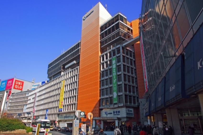 新宿地標又少一個!「小田急百貨」宣布2022年9月停業,為配合當地開發計畫將解體下台一鞠躬