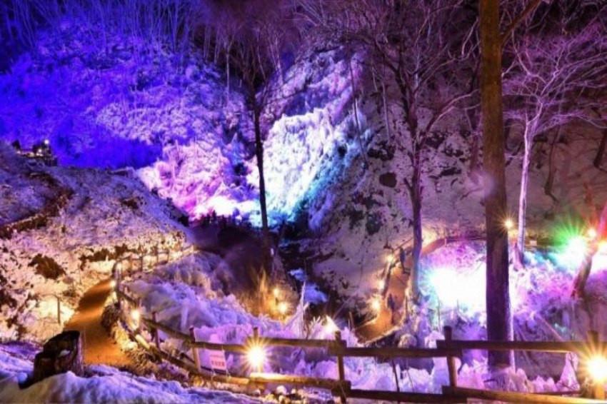 東京近郊二月絕景「秩父三大冰柱」!在嚴冬中壯闊深刻的冷冽美景