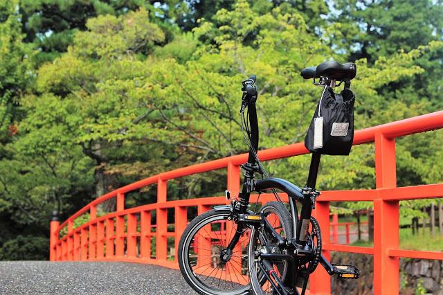 峰瘋瘋的旅行故事: 夏日早晨的靜岡腳踏車趴趴GO,まるしまのおにぎり飯糰黑輪老店好吃又親切